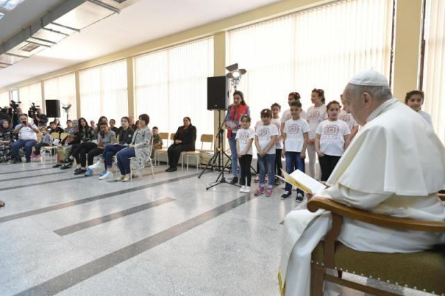 Ontmoeting met vluchtelingen © Vatican Media
