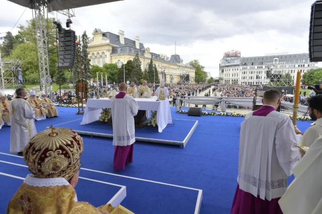 Eucharistie met 8.000 gelovigen in de hoofdstad Sofia © Vatican Media