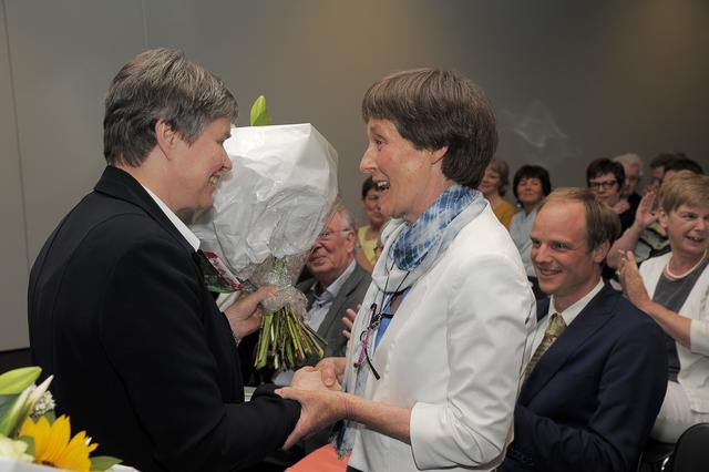 Bloemen voor auteur Lieve Uyttenhove (© Guido Verhaegen)
