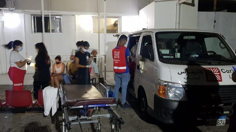 Vrijwilligers van Caritas Libanon helpen in Beiroet © Vatican Media