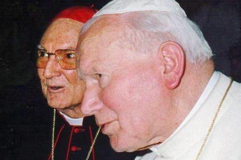 Kardinaal Cassidy met paus Joannes Paulus II © www.kro-ncrv.nl