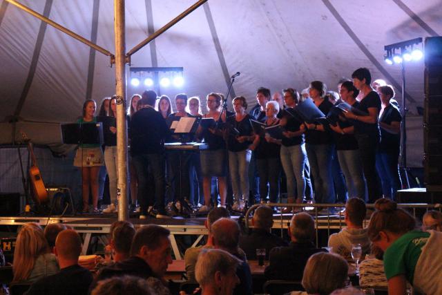 Het koor tijdens de Chirofeesten © RvH