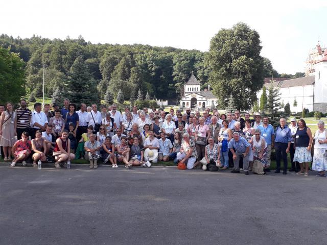 De deelnemers van het CEP bij het klooster van Univ © CCV Gent, foto: Dieter Van Belle