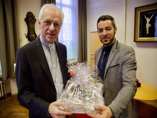 Geschenken voor kardinaal De Kesel ©  KerkNet/al-Mawada
