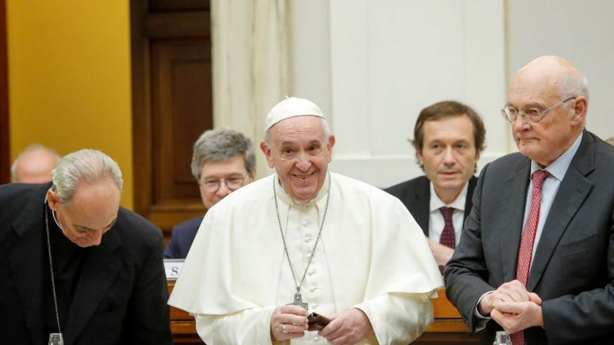 Paus Franciscus tijdens de ontmoeting met ministers en economen © Vatican Media