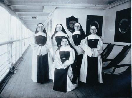 De eerste missionarissen op de boot, 28 september 1932 © Archief zusters Bernardinnen