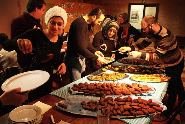 Naast kibbeh maakte Noura ook dolma en salade met Arabisch brood.