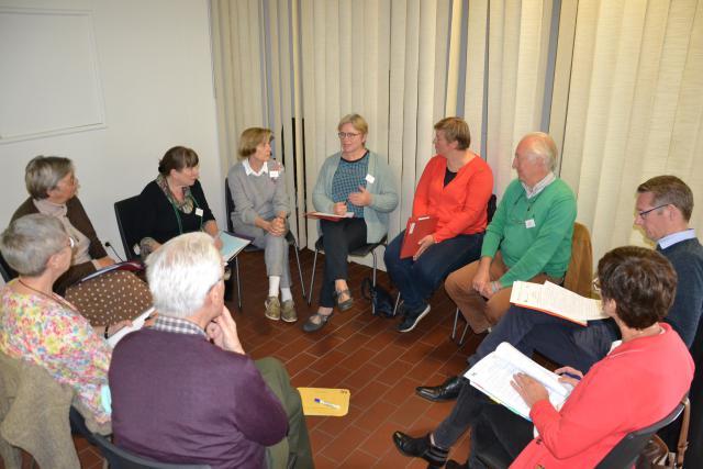 De gespreksgroep met Tine De Leeuw van de Sint-Michielsbeweging © Jeroen Moens