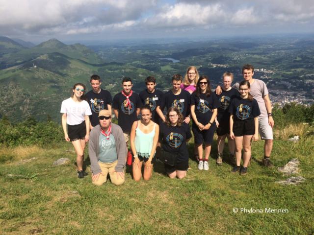 Tijdens de Lourdesbedevaart maken we soms met de jongeren een uitstapje. In 2018 beklommend we Pic du Jer, vanwaar we een prachtig uitzicht hadden over het heiligdom.