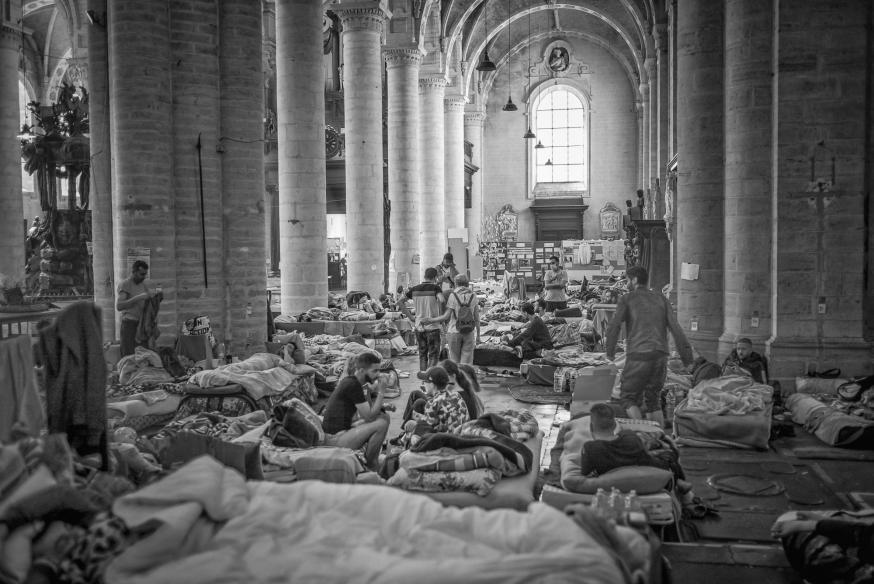 Niet enkel in de Begijnhofkerk maar ook in campussen van de ULB en VUB wordt actie gevoerd. België telt naar schatting 150.000 mensen zonder papieren. © Leo De Bock