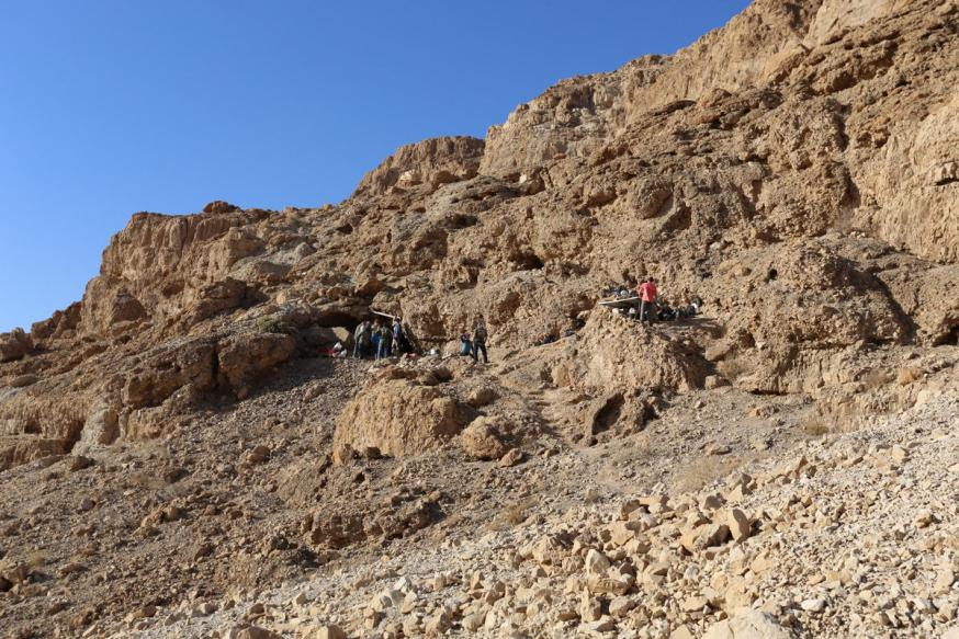 Ingang van de twaalfde grot in Qumran © Ahiad Ovadia en Oren Gutfeld/Universiteit van Israël