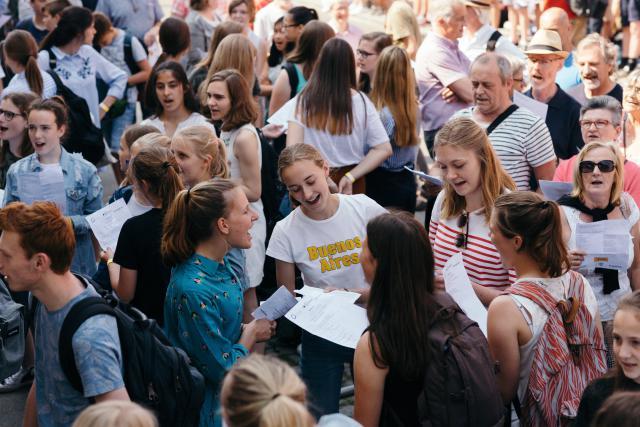 Leerlingen en leerkrachten van 3 middelbare scholen deden met groeiende overtuiging mee. © Mathias Hannes