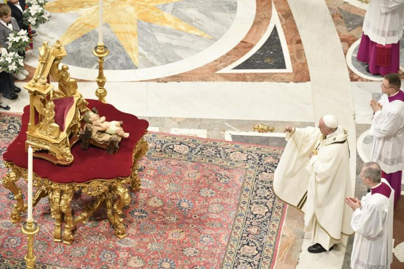 Zegening van het kerstekind © Vatican Media