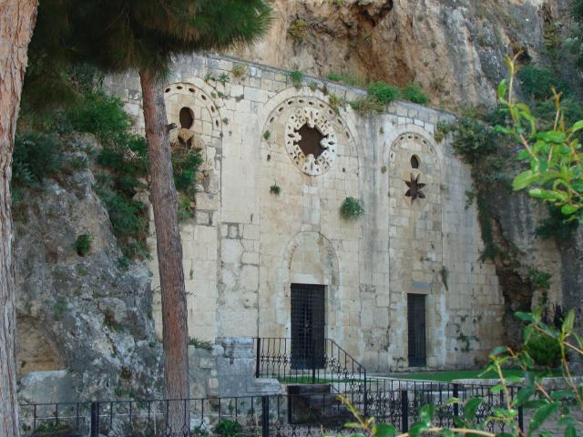 In deze Sint-Pieterskerk in Antakya kwamen Barnabas en Paulus met een christelijke gemeenschap samen. © Babs Mertens