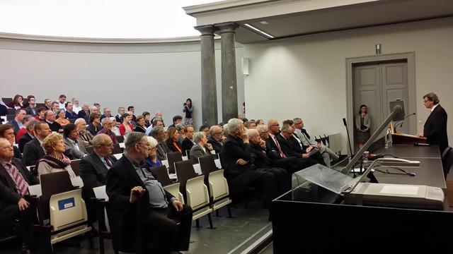 Prof. dr. Leo Kenis tijdens de boekvoorstelling Het Concilie Vaticanum II