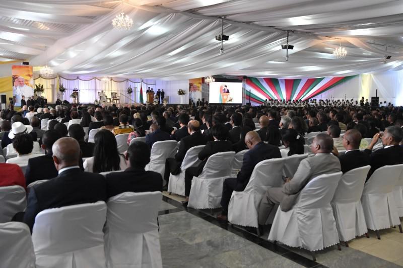 Ontmoeting met de overheid in Madagaskar © Vatican Media