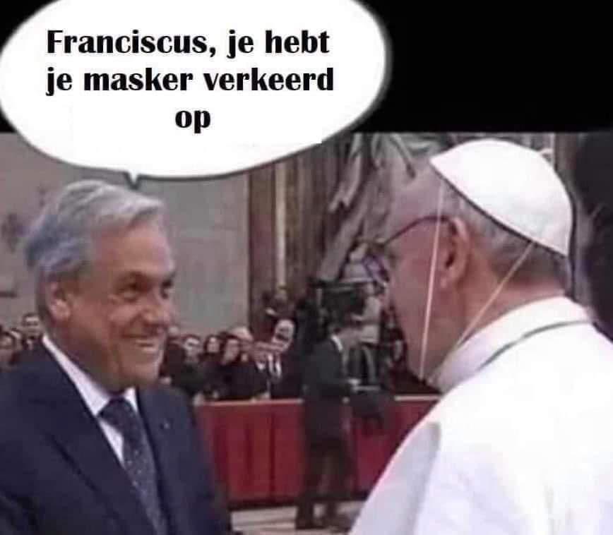'Franciscus, je hebt je mondmasker verkeerd op!'