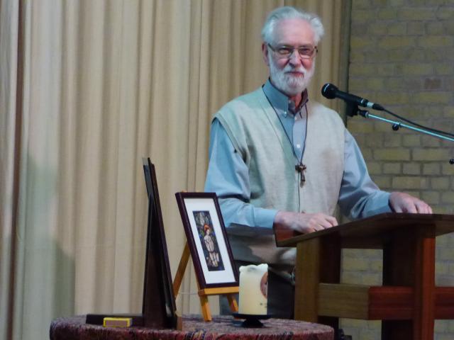 Klaas Blijlevens stelt zijn boek 'Beatrijs van Nazareth, zeven keer heilige minne' voor. © Abdij Brecht