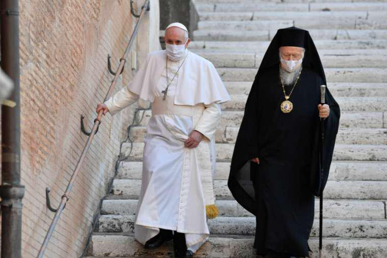 Paus Franciscus en de oecumenische patriarch tijdens de gebedsdag op 20 oktober © Vatican Media