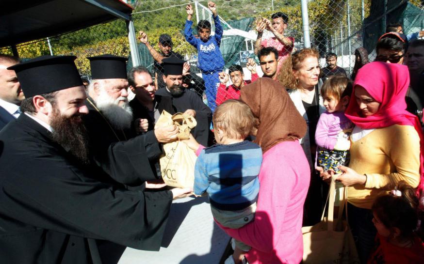 De aartsbisschop van Athene bezoekt een vluchtelingenkamp op Samos © Christos Bonis/Orthodoxe Kerk van Griekenland