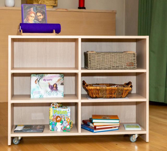 Paaskast in de Godly Play ruimte van internaat Kinderland in Kortrijk © Virginie Tijtgat