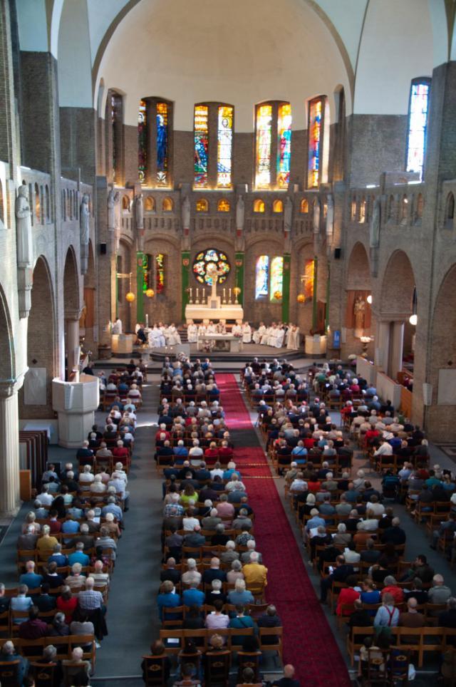 een volle kerk © Annelies Van Heyst