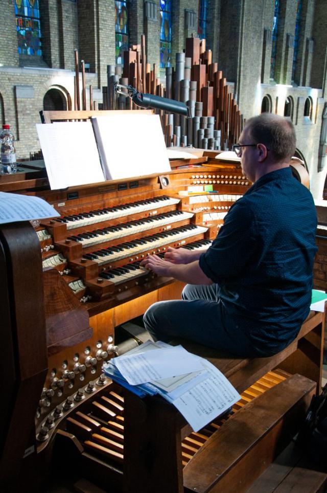 organist Geert Huylebroeck © Annelies Van Heyst