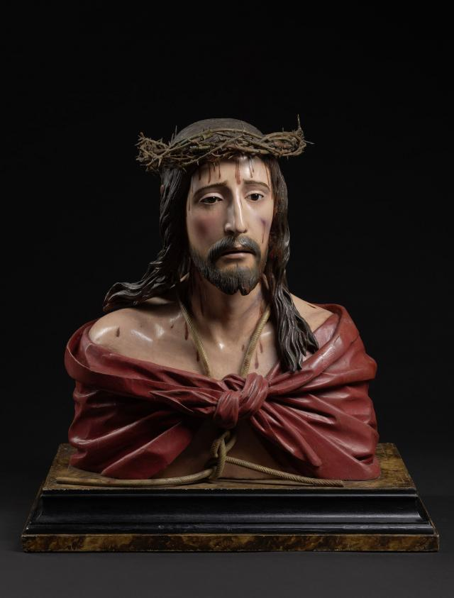 Pedro de Mena, Ecce Homo, c. 1680 Polychrome wood with reverse painted glass eyes, 49 x 41,5 x 18 cm MNHA, Luxemburg (on loan from a private collection), inv. 2016-D009/001 © © Dominique Provost