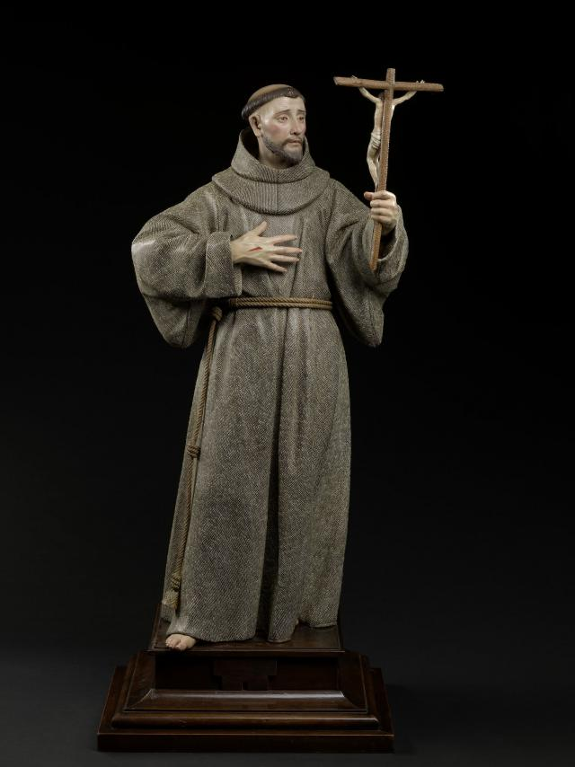 Pedro de Mena, Saint Frances of Assisi Polychrome wood and glass, (with plinth) 86 x 38 x 32 cm (MNHA exhibition 2017-D005/001) © © Dominique Provost