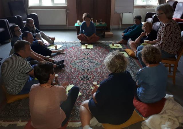 Samen de Godly Play bijeenkomst afsluiten © Kathleen Hoebregts