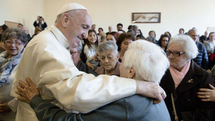 Paus Franciscus ontmoet senioren © Vatican Media