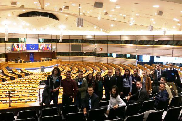 Jongeren uit de Balkan op bezoek in het Europese Parlement © Elizabeta Kitanovic/CEK