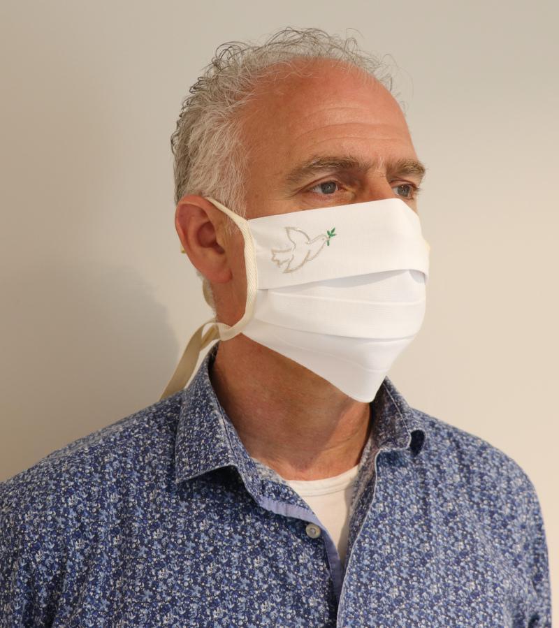 Slabbinck, mondmasker met vredesduif. © Slabbinck