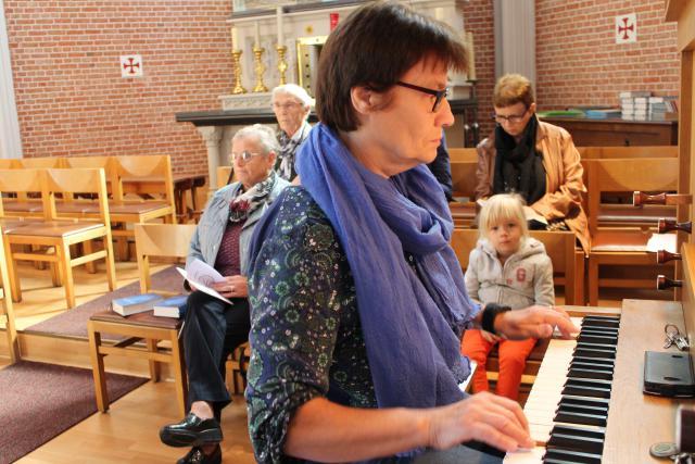 Anita aan het orgel © RvH