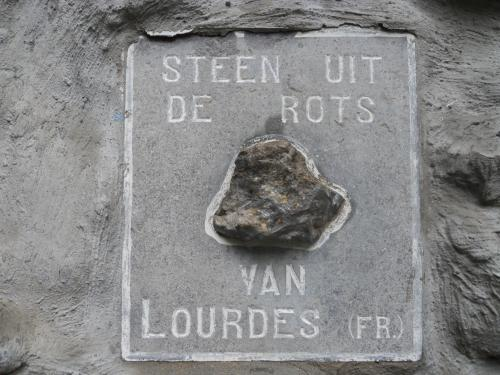 Rots van Lourdes in Houthulst.