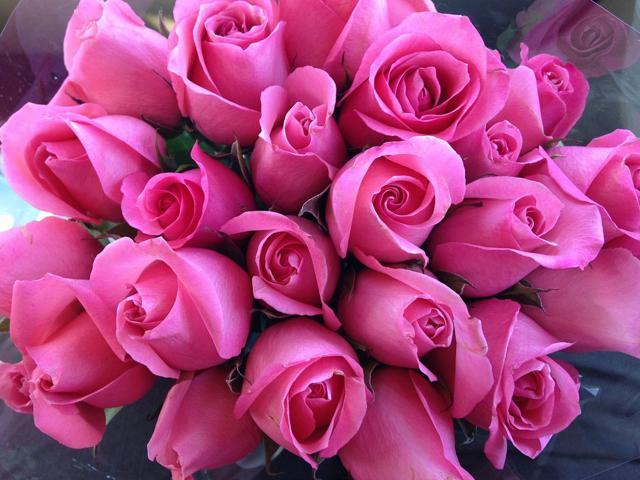 Een symbolische ruiker rozen voor al wie zich inzet op de parochie © Peter Engelbert