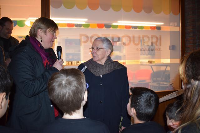 Coördinator Tine De Leeuw en zuster Jeanne Devos bij de opening van Potpourri. © Inge Cordemans