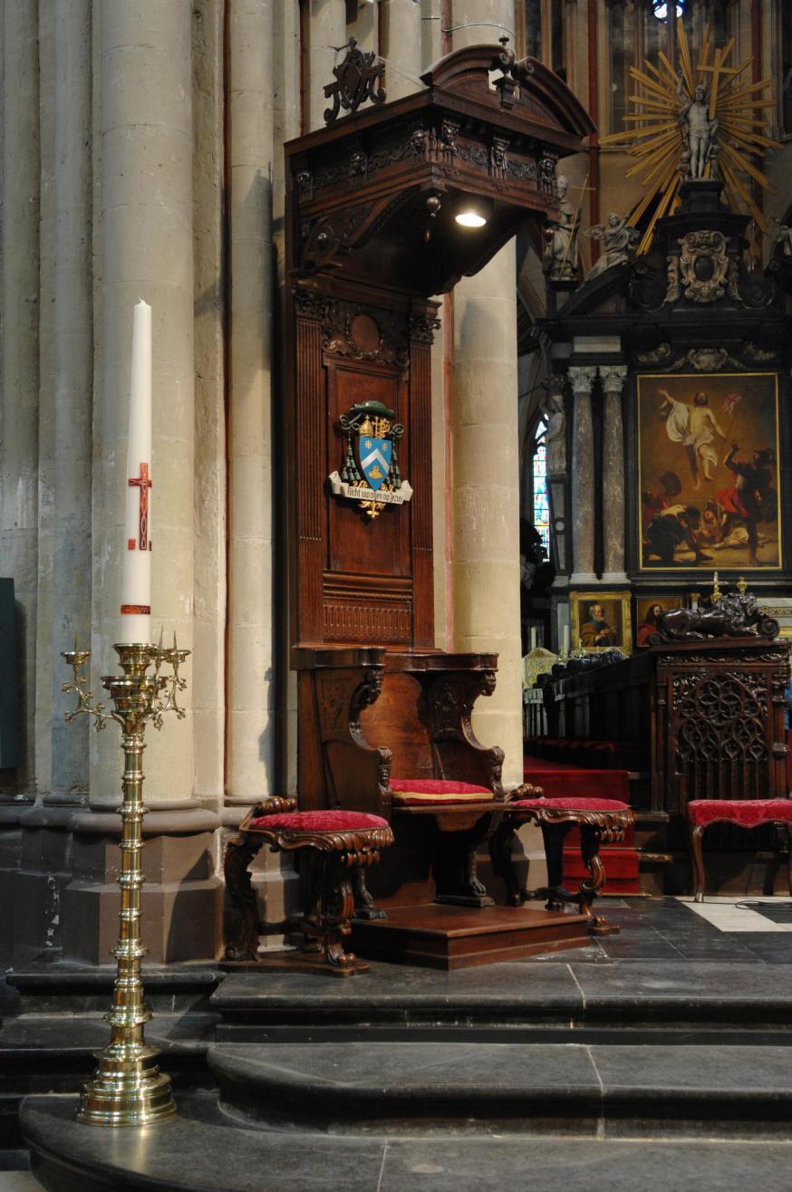 De bisschopszetel zoals die tot juni 2020 in de Brugse Sint-Salvatorskathedraal stond. © Kerkraad Sint-Maartenskathedraal