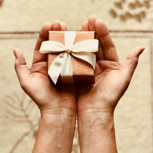 Het vormsel als geschenk © Pexels.com, foto: Kim Stiver