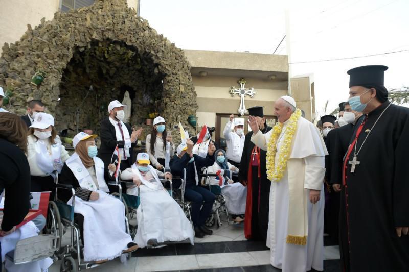 Ontmoeting met de gelovigen © Vatican Media