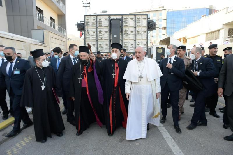 Met de andere kerkleiders op weg naar de Syrisch-katholieke kathedraal van Bagdad © Vatican Media
