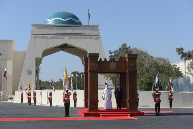Onthaal aan het presidentieel paleis © Vatican Media