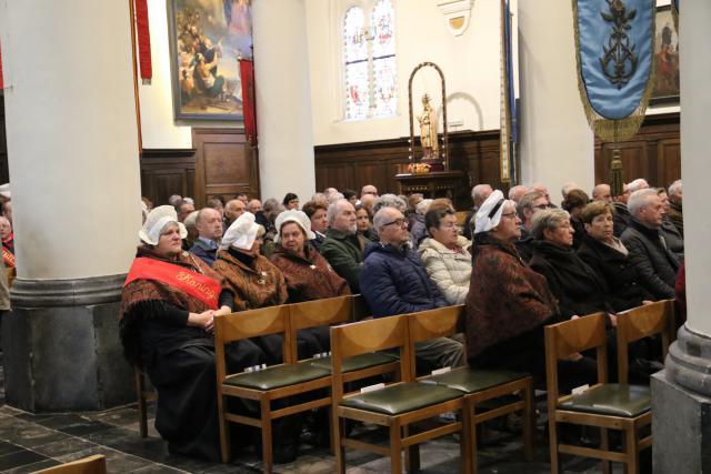 De gildebroeders en –zusters wonen ieder jaar de 11 novemberherdenking bij.