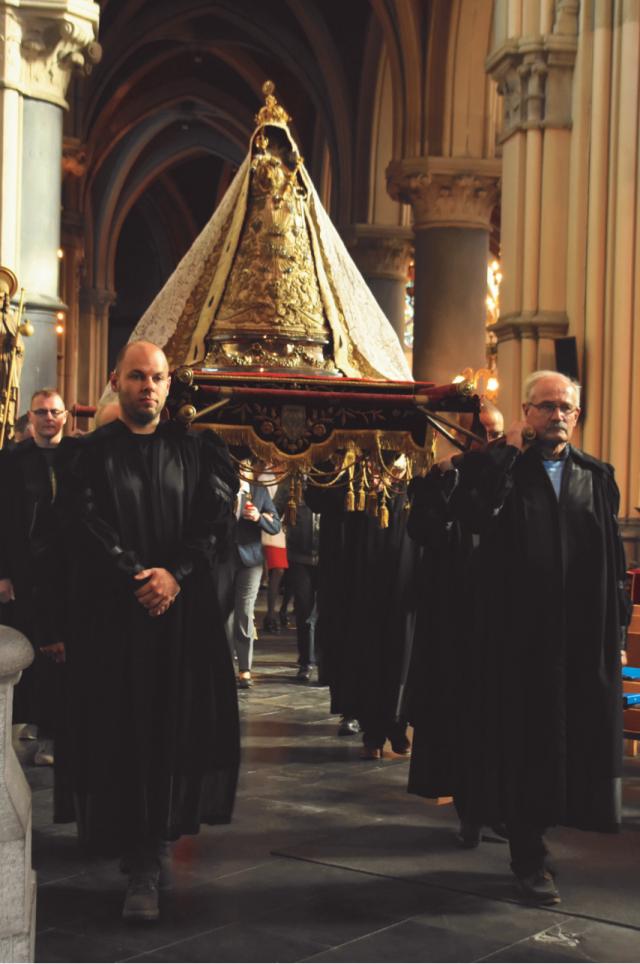 Processie van Onze-Lieve-Vrouw in de Sint-Willibrorduskerk