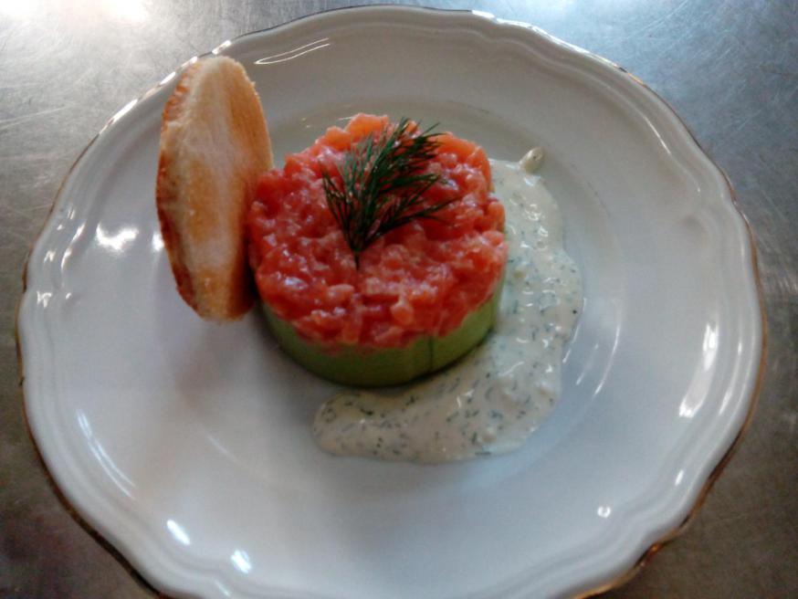 Zalmtartaar, vegetarisch gerecht uit de keuken van de karmelieten in Brugge.