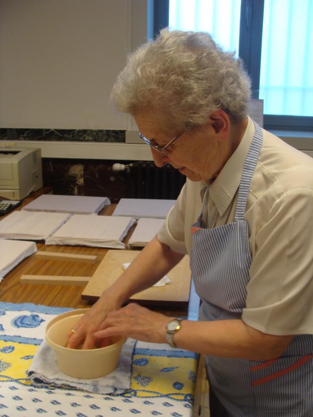 Zuster Joannicia van het Convent van Betlehem in Duffel leerde me iconen schilderen. © Babs Mertens