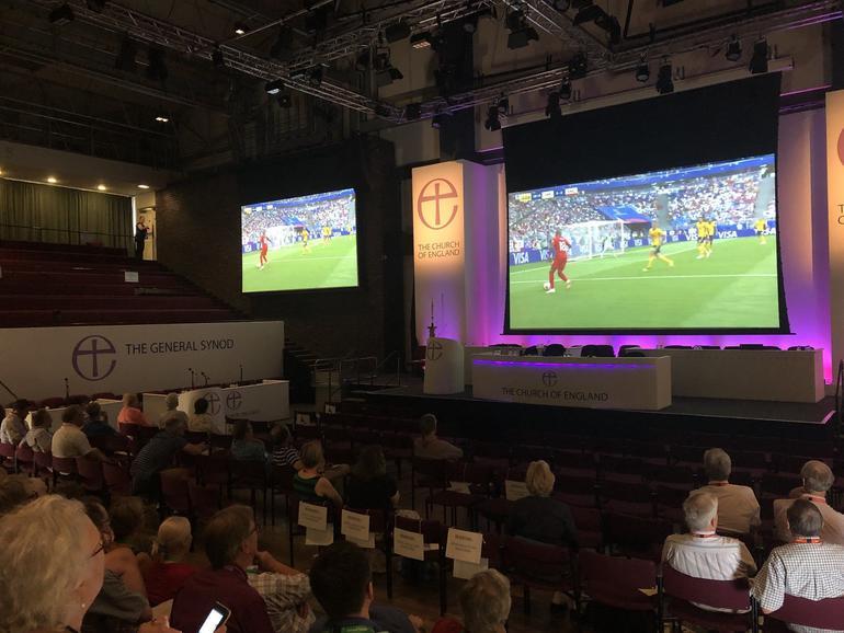 De synode van de anglicaanse kerk werd onderbroken voor de WK-match van Engeland © C of E