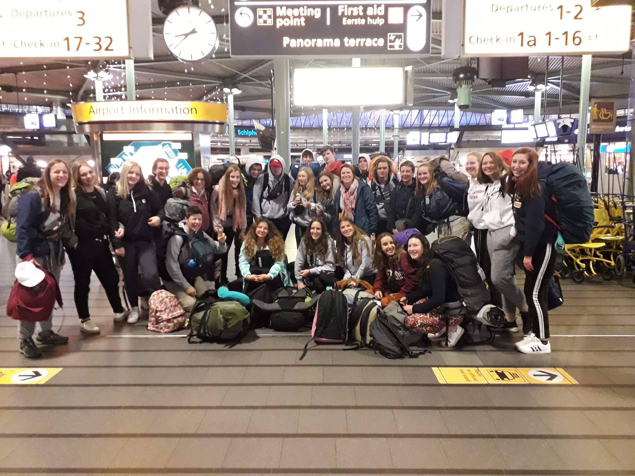 De IJD-delegatie op de luchthaven, vlak voor het vertrek naar Panama/ © Kerknet