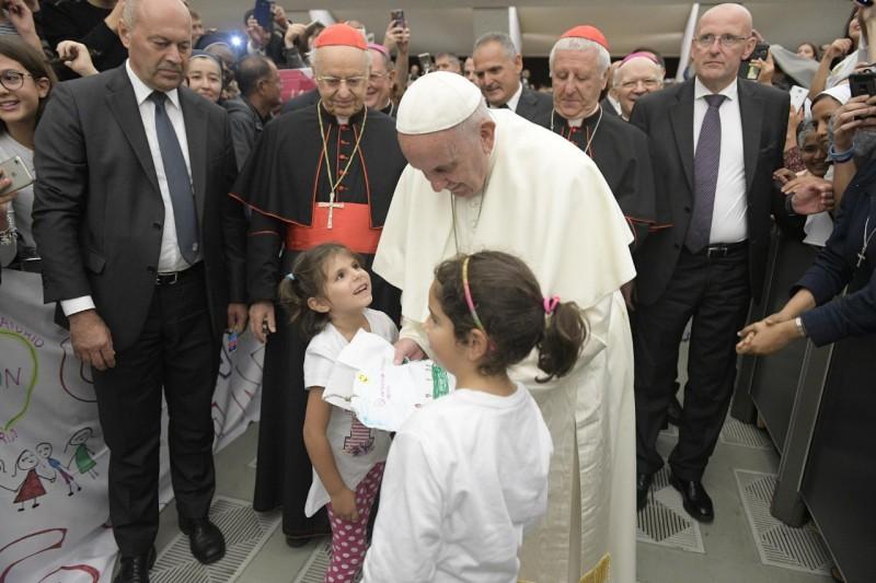 Paus Franciscus had zaterdag een ontmoeting met jongeren © Vatican Media