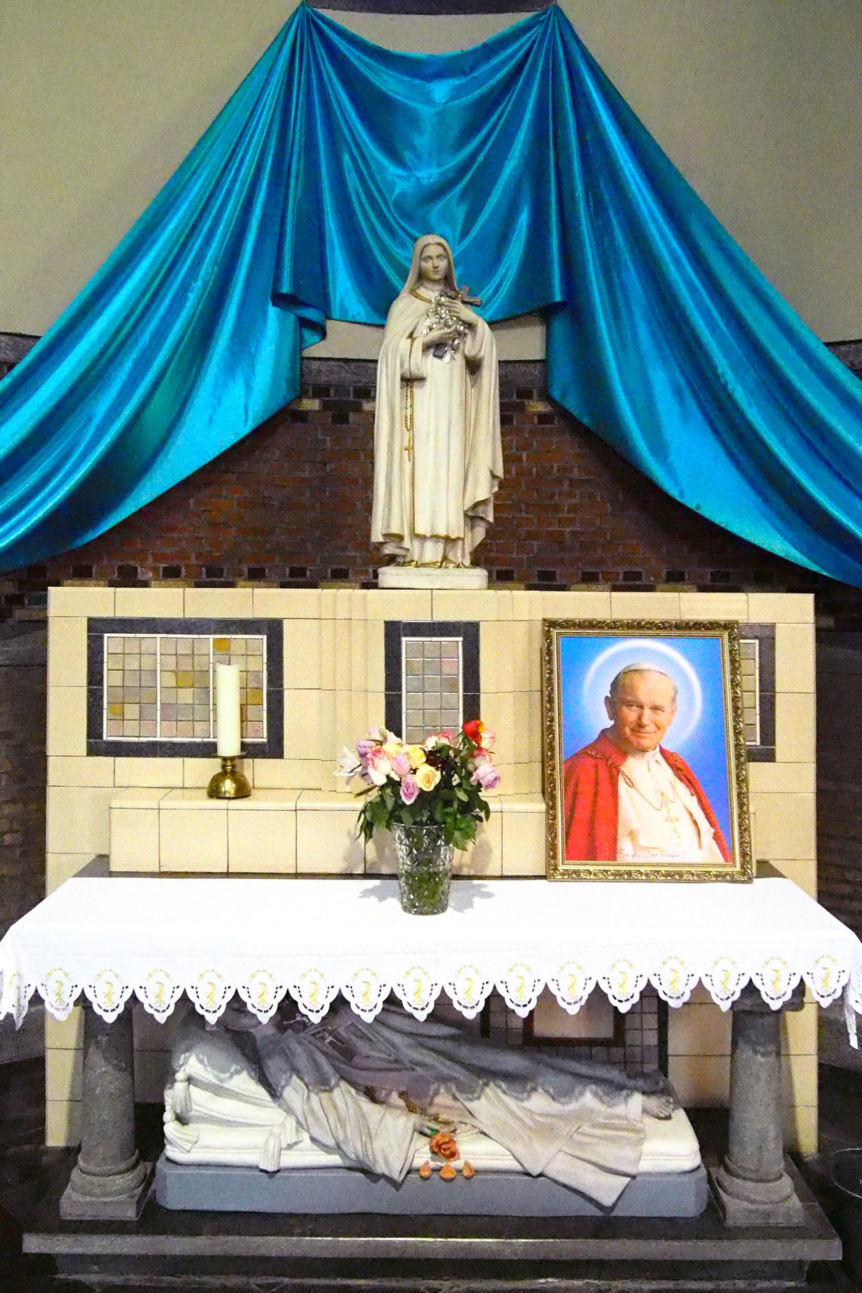 Zijaltaar ter ere van de heilige Theresia van Lisieux